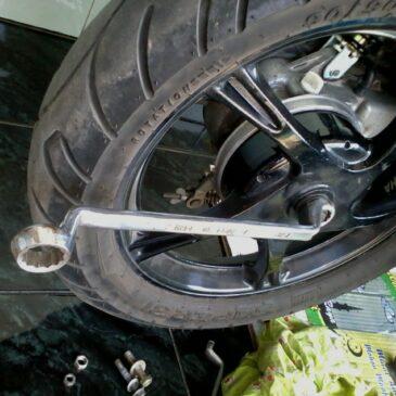 Tips Agar Mur Pelek Motor Anda Tidak Tersangkut dan Awet