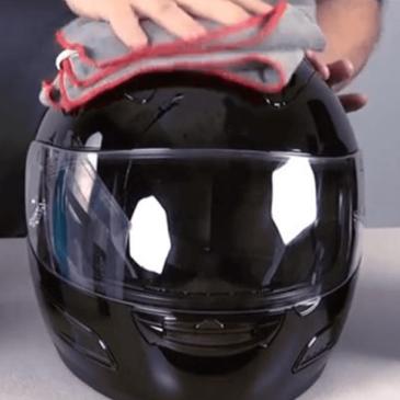 Cara Paling Tepat dalam Membersihkan Kaca Helm di Musim Hujan